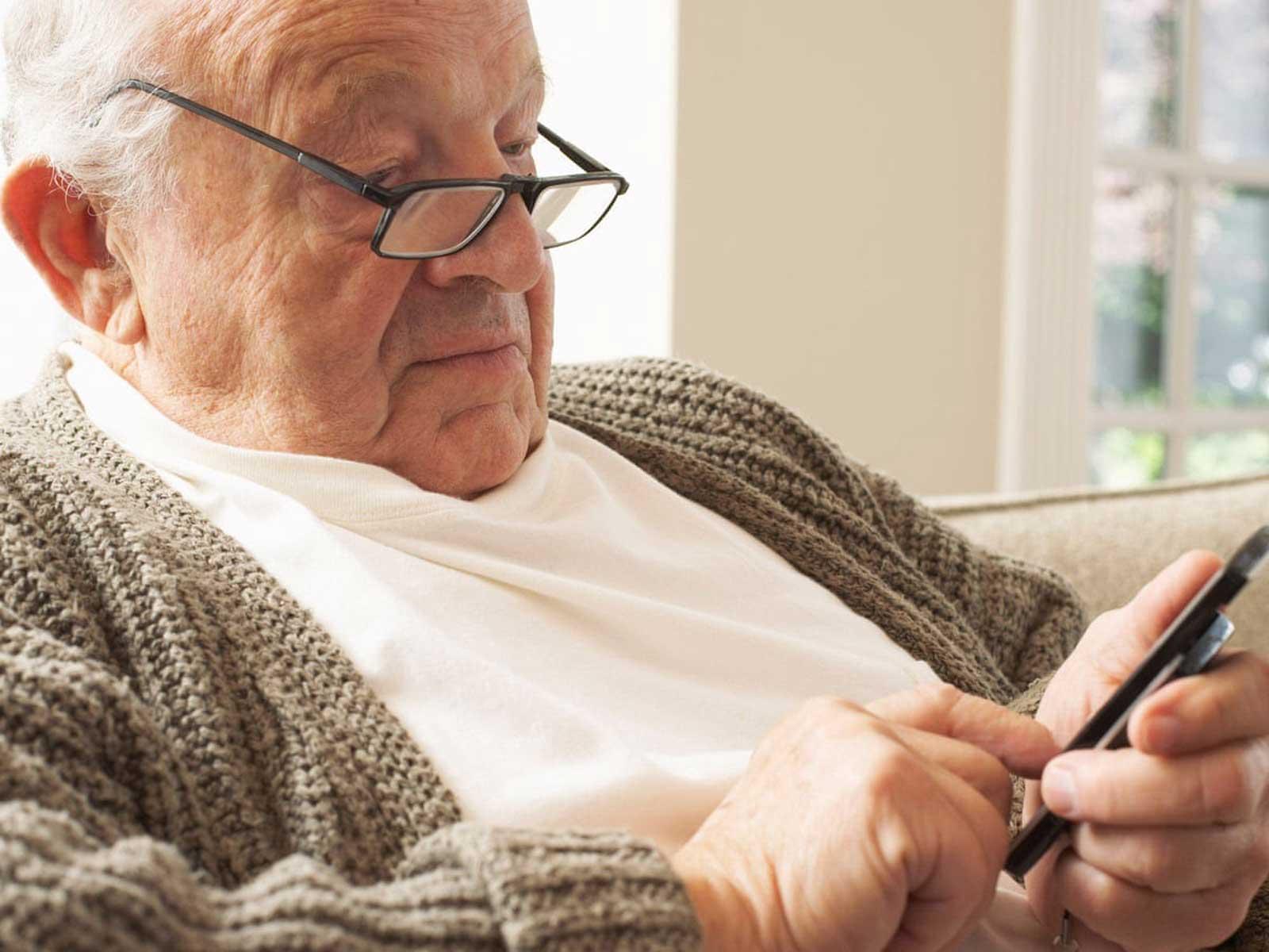خرید گوشی مناسب برای مادر بزرگها و پدر بزرگها