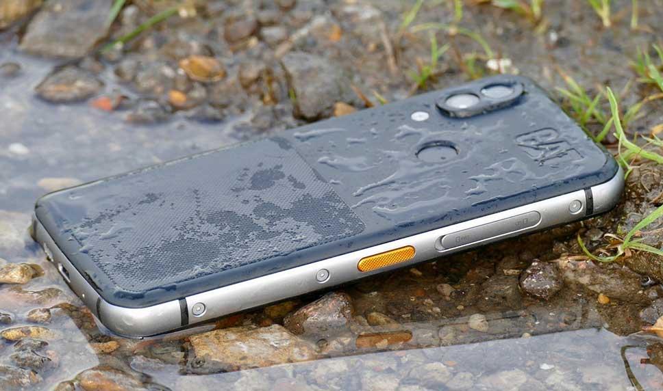 ویژگیهای گوشی موبایل کاترپیلار